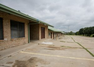 eagleford-shale-motel-for-sale-live-oak-county-real-estate-three-rivers-commercial-real-estate-exterior