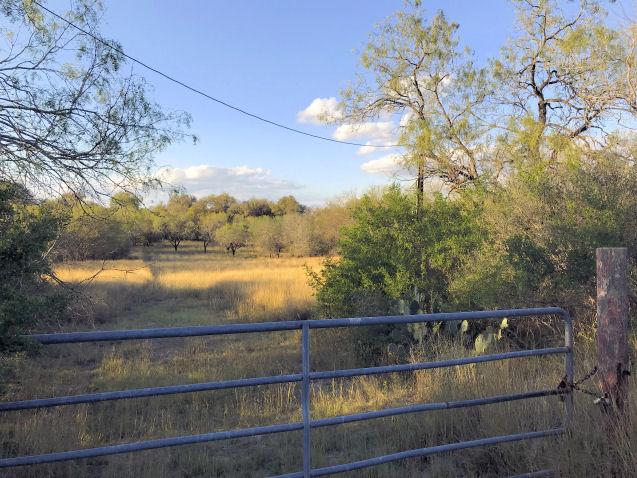 135 Choke Canyon Estates, THREERIVER, Texas 78071