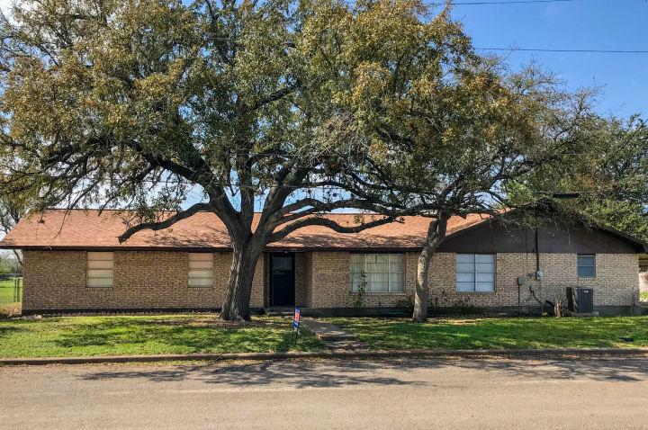 505 Queen Anne Street, George West, Texas 78022