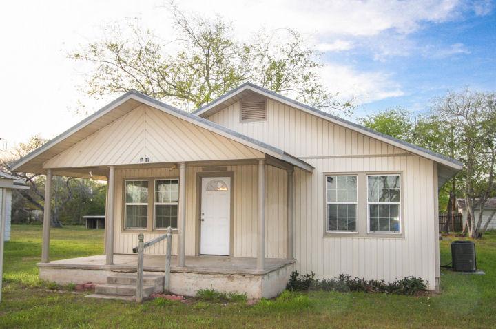 1010 Austin St., George West, Texas 78022