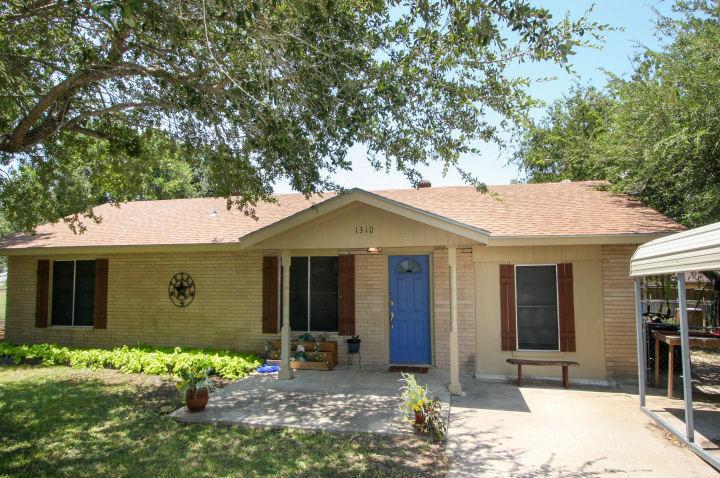 1310 Teto St., George West, Texas 78022