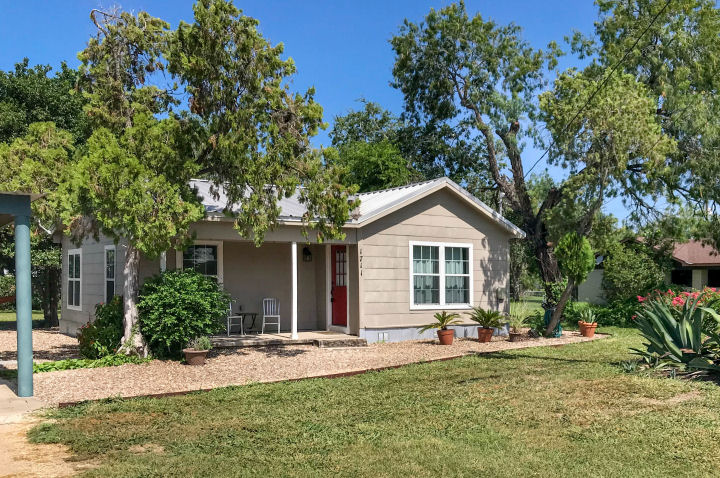1711 Owen Ave., Three Rivers, Texas 78071