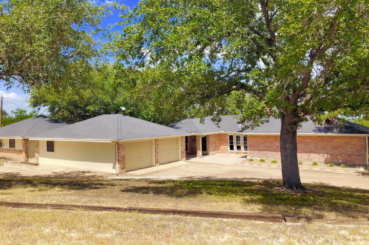 county home for sale on acreage in Live Oak County