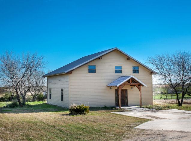 185 CR 102, George West, Texas 78022