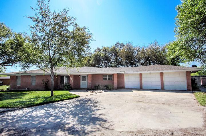 1003 Fannin St., George West, Texas 78022