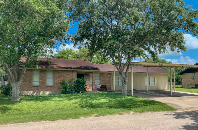 1309  Amy St., George West, Texas 78022