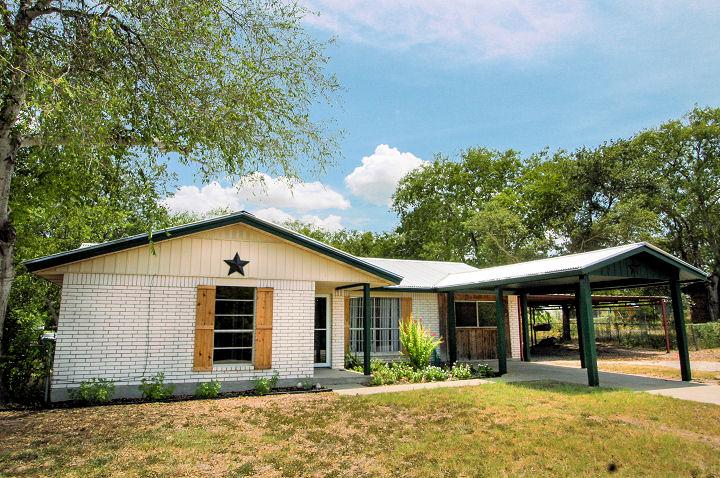 1103 Mark St., George West, Texas 78022