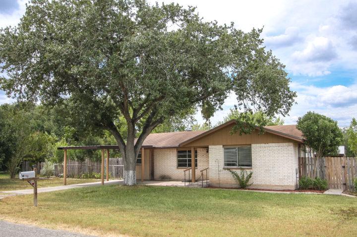 1210 Mark St., George West, Texas 78022