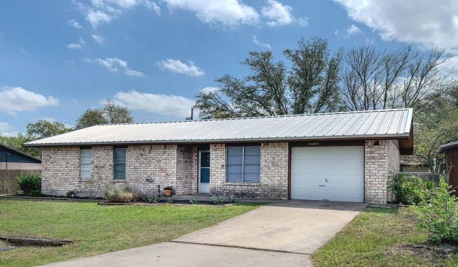 1307 Amy St., George West, Texas 78022
