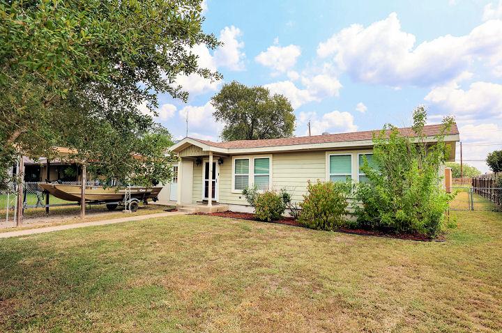 1504  Owens Ave.,, Three Rivers, Texas 78071